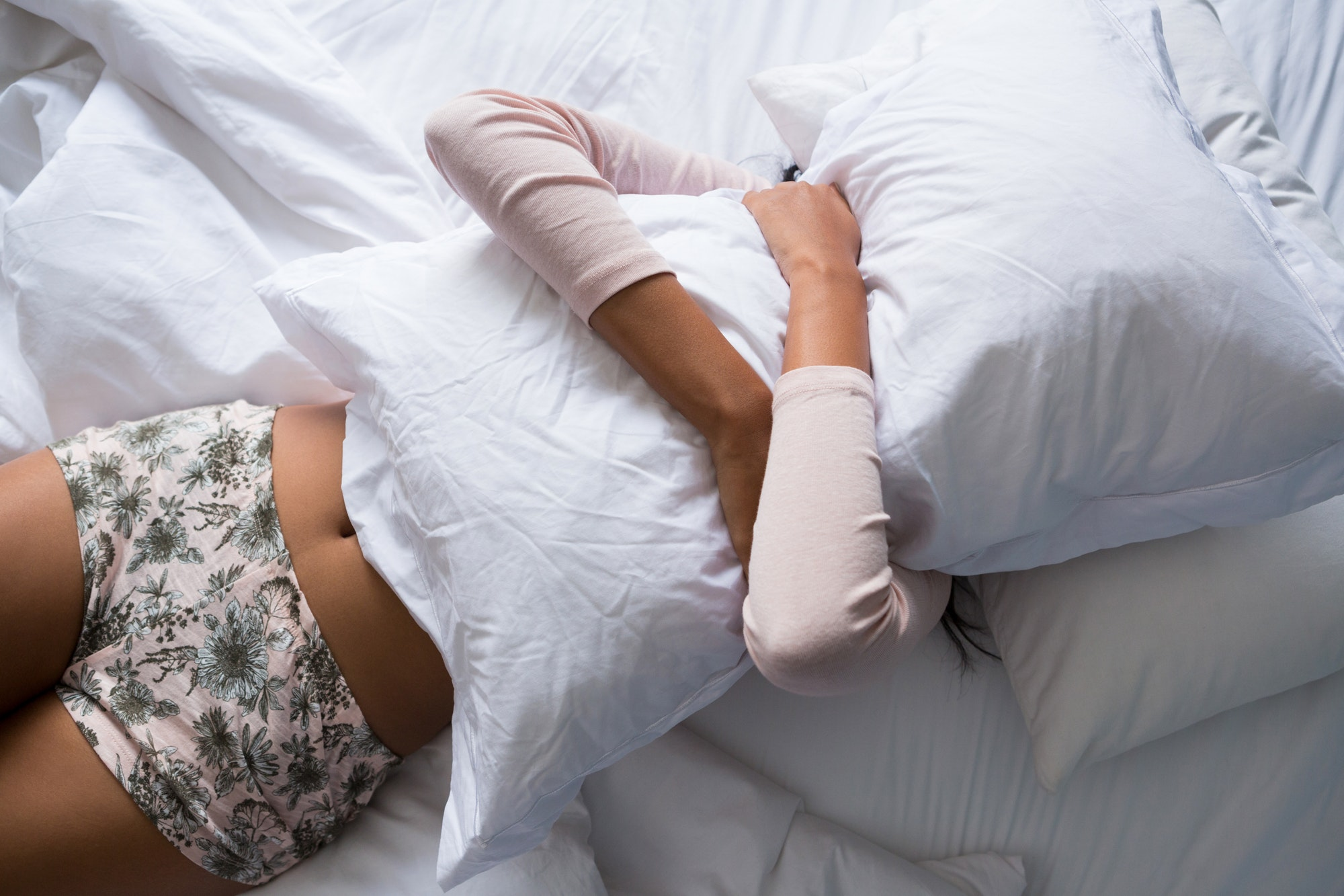 Do women sleep differently than men